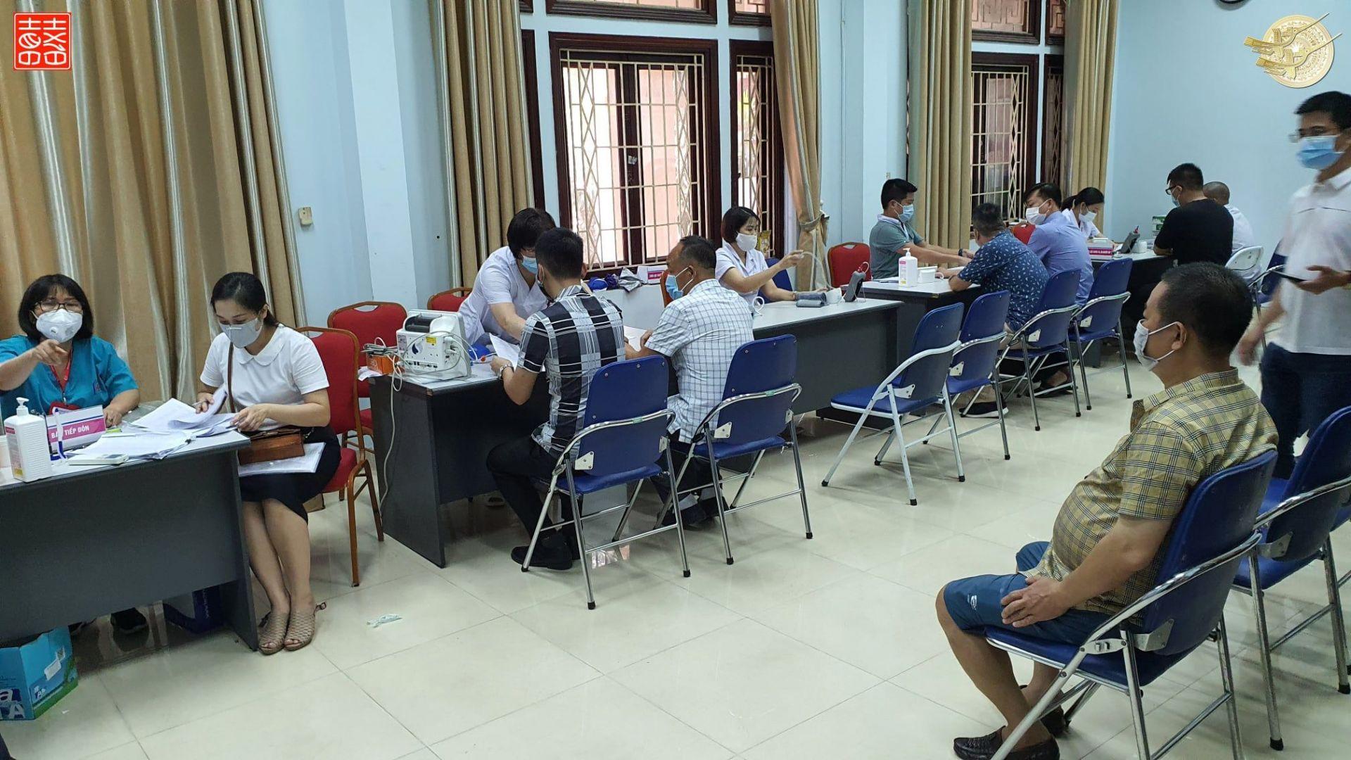 Tiêm chủng vắc xin Covid-19 cho nhân viên Văn Phòng Chính Phủ