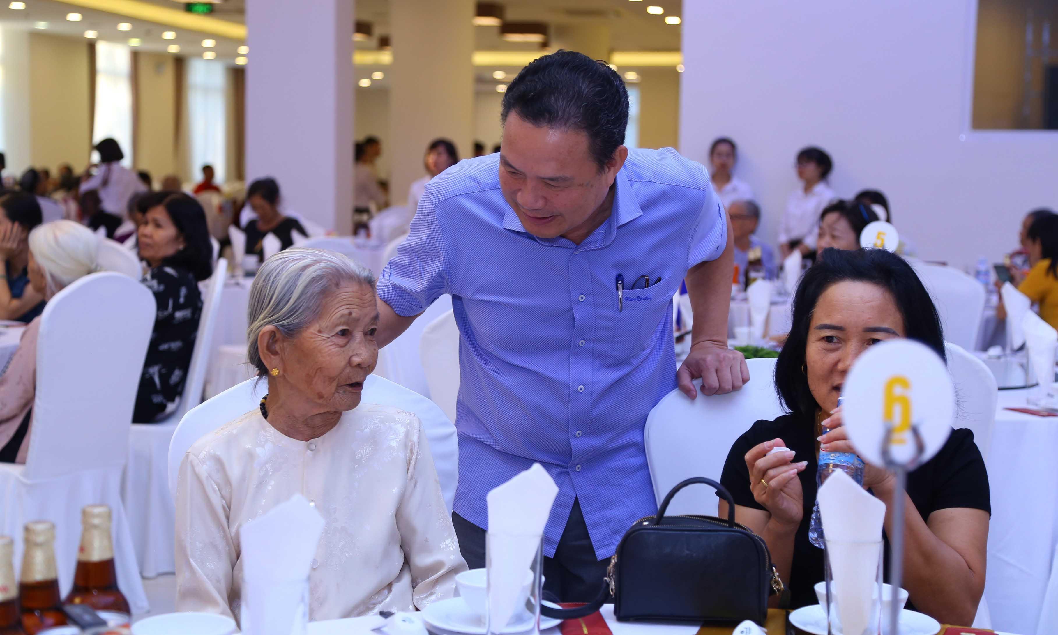 Gặp mặt đại biểu Mẹ Việt Nam anh hùng toàn quốc năm 2020 tại Hội Trường D2